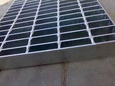 如何避免镀锌钢格板出现裂纹