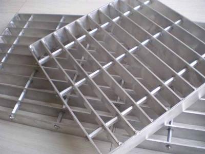 造成镀锌钢格板表面镀锌层脱落的几个原因